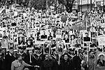 В сотнях городов России и за рубежом прошла акция «Бессмертный полк». В общей сложности она собрала порядка 1,5 млн человек. В одной только Москве почтить память родственников-фронтовиков вышли полмиллиона жителей. А возглавил шествие в столице президент Владимир Путин