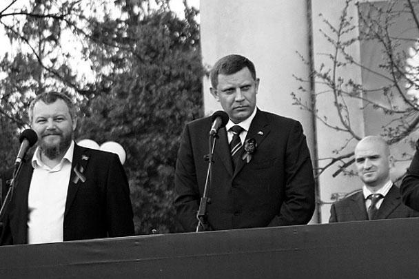 Вице-президент ДНР Андрей Пургин и глава республики Александр Захарченко приветствовали парад