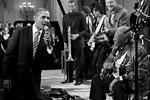 Барак Обама и Би Би Кинг исполняют композицию Sweet Home Chicago, февраль 2012 года (фото: White House)