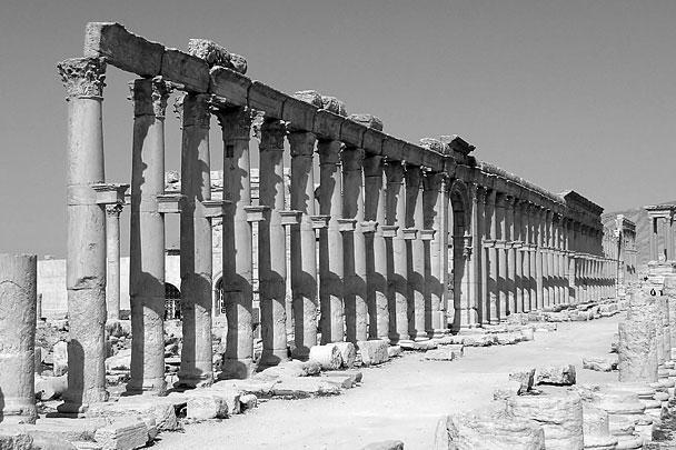 Еще один объект, который боится потерять ЮНЕСКО в Пальмире, – колоннада на главной улице древнего города