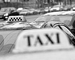 Таксисты первыми столкнулись с дивным новым миром (фото: Артем Житенев/РИА