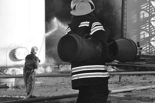 По факту возгорания резервуаров на нефтебазе в Киевской области уголовное дело возбуждено по статье «Нарушение правил безопасности»