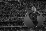 Повествование велось от лица поэта и философа Низами Гянджеви. В конце представления он посадил гранатовое дерево – символ страны. На глазах зрителей оно распустилось, и в небо взмыл большой гранат, полный воздушных шаров (фото: Михаил Джапаридзе/ТАСС)