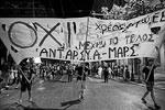 В свете референдума, пожалуй, самым популярным лозунгом греков стало OXI, что в переводе на русский означает «нет» (фото: Marko Djurica/Reuters)