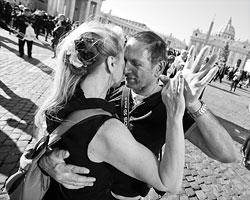 Может быть, быть близкими друг с другом – это не только про «духовность», но и про тело? (Фото: Tony Gentile/Reuters)