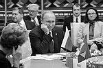 Участники обсуждали не только внутренние проблемы БРИКС и ШОС, но и ряд международных вызовов. Темами стали перспективы решения долговой проблемы Греции и падение фондового рынка Китая (фото: BRICS/SCO Photohost/RIA Novosti/Reuters)