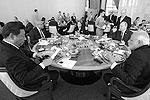 Не обошелся первый день саммита и без традиционного рабочего завтрака, который лидеры пяти стран-членов БРИКС провели в узком составе (фото: kremlin.ru)