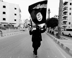 Боевики ИГ существуют за счет многомилионных вливаний, которые получают от незаконной продажи нефти (фото: Stringer/Reuters)