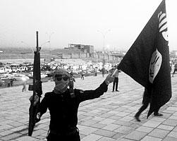 И чем гуще черные краски в СМИ, тем сильнее влекут черные знамена нового халифата (фото: STRINGER/Reuters)