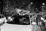 Несколько поколений иранцев успели вырасти за время действия режима санкций. Например, США приняли меры против Ирана еще после исламской революции 1979 года – санкции в том числе включали запрет американским гражданам и компаниям на ведение бизнеса в стране, в том числе в нефтегазовой сфере. Санкции со стороны США и ЕС усилились в 2002 году, после передачи иранского ядерного досье из МАГАТЭ в Совбез ООН (фото: Abedin Taherkenareh/EPA/ТАСС)