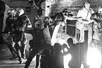 Прошедшая вечером 15 июля в Афинах массовая акция протеста против соглашения кабинета Алексиса Ципраса с европейскими кредиторами ознаменовалась потасовками с полицией. Непосредственным поводом послужило то, что парламентарии в этот день утвердили закон, необходимый для помощи со стороны Европейского стабилизационного механизма. Поэтому главные баталии развернулись у здания парламента.<br> Против мер жесткой экономии, на которые согласилось левое правительство партии СИРИЗА, выступили другие левые силы и профсоюзы. Как передает Reuters, виновниками беспорядков, вынудивших полицию применить силу, стала сравнительно небольшая (в сравнении с многотысячной манифестацией) группа анархистов – около двух сотен человек (фото: Jean-Paul Pelissier/Reuters)