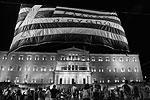Заметим, что подавляющее большинство протестующих составляли отнюдь не радикалы, в частности, на улицы Афин вышли бюджетные служащие, недовольные тем, что соглашение со странами еврозоны грозит обширными сокращениями в греческом госсекторе.<br> Напомним, что подписанные в Брюсселе соглашения о помощи Греции (выделение от 82 до 86 млрд евро в течение трех лет) подразумевают введение Афинами режима экономии, включающего в том числе повышение НДС и корпоративного налога для небольших компаний, фермерского налога, повышение пенсионного возраста до 67 лет. Кроме того, Афины обязуются провести «жесткие структурные реформы национальной экономики», в том числе массовую приватизацию на сумму порядка 50 млрд евро (половина из этих средств пойдет на рекапитализацию банков) (фото: Yiannis Kourtoglou/Reuters)