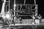 В центре Вильнюса начался демонтаж советских скульптур. Официальная причина – памятники находятся в аварийном состоянии и представляют опасность для прохожих. Власти утверждают, что после реставрации скульптуры вернут на место. Но граждане не верят в это, так как многие в руководстве Литвы считают, что фигуры являются частью советской пропаганды, от которой нужно избавиться (фото: Mindaugas Kulbis/AP/ТАСС)