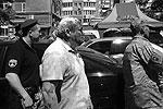 50 человек приехали к зданию, где находится кабинет Косьмина, на автобусе. Сначала они предложили ему выйти самостоятельно, но тот отказался, после чего был выведен уже насильно. Сейчас состоянию Косьмина, который руководит комиссией по реализации программы «Сохранение и развитие русского языка в городе Одессе», ничего не угрожает (фото: <a href= http://uc.od.ua/ target=_blank>uc.od.ua</a>)