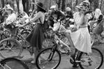 Среди тех, на кого были похожи участницы велопробега, Любовь Орлова, Светлана Светличная, Мэрилин Монро, Одри Хепберн, Бриджит Бардо (фото: Михаил Метцель/ТАСС)