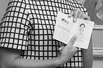 Петр Порошенко подписал закон о предоставлении гражданства Марии Гайдар, после чего вручил ей ее новый, украинский паспорт. Порошенко пожелал Гайдар успехов, похвалил за «неангажированную позицию», а также пожелал не терять связи с Россией. Получить новый документ Гайдар нужно было для того, чтобы иметь возможность занимать государственный пост на Украине (фото: Михаил Маркив/пресс-служба президента Украины/ТАСС)
