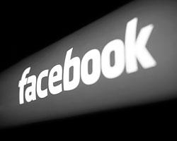 Facebook контролирует огромный пласт информации о пользователях сети (фото: Robert Galbraith/Reuters)