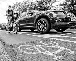 Велодорожки в Москве – это абсурд (фото: Михаил Джапаридзе/ТАСС)