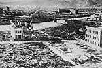Развалины Хиросимы после того, как авиация США впервые в истории применила ядерное оружие (фото: ТАСС)