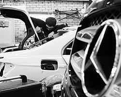 Та же пятая «Авдотья» обошлась вам в 200 тысяч просто по факту выезда за ворота автодилера (Фото: Виталий Белоусов/РИА Новости)