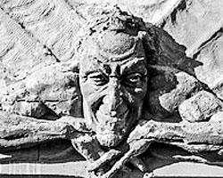 Это Мефистофель, к нему не зарастет народная тропа (фото: Роман Везенин)