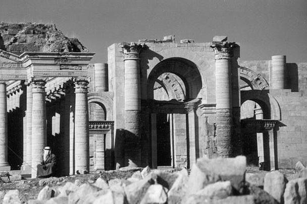 То, что сохранилось до 2015 года от древнего города Хатра (III век до н. э.), в марте уничтожено боевиками