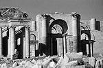 То, что сохранилось до 2015 года от древнего города Хатра (III век до н. э.), в марте уничтожено боевиками (фото: Victrav/wikipedia.org)