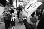 Первоклассник одной из московских школ во время торжественной линейки, посвященной Дню знаний (фото: Вячеслав Прокофьев/ТАСС)