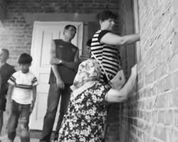 В интернете третий день смеются над жителями львовского села (фото: кадр из видео)