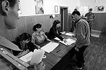 В Ростове-на-Дону заключенные СИЗО № 1 голосуют на выборах депутатов городской думы (фото: Валерий Матыцин/ТАСС)