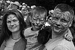 «Видя, сколько неравнодушных людей пришли сегодня поддержать амурского тигра и выразить уважение этому величественному животному, мы понимаем, что наши усилия, направленные в том числе на привлечение внимания к судьбе полосатого хищника, дают свой результат», – отметил председатель наблюдательного совета центра «Амурский тигр» и помощник президента РФ Константин Чуйченко (фото: Виталий Аньков/РИА «Новости»)