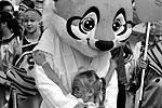 Больше всего празднику радовались самые юные участники карнавального шествия (фото: Виталий Аньков/РИА «Новости»)