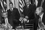 На приеме у генсека ООН Пан Ги Муна президенты России и США Владимир Путин и Барак Обама пожали друг другу руки и чокнулись бокалами. По мнению западных СМИ, встреча двух лидеров вселяет надежду на решение наиболее острых мировых проблем (фото: Amanda Voisard/UN Photo/ТАСС)
