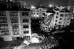 На юге Китая в среду в жилых и административных зданиях сработали сразу 17 взрывных устройств, заложенных в почтовые посылки. Погибли семь человек, свыше 50 получили ранения. В четверг череда терактов в стране продолжилась еще одним взрывом (фото: Stringer/Reuters)