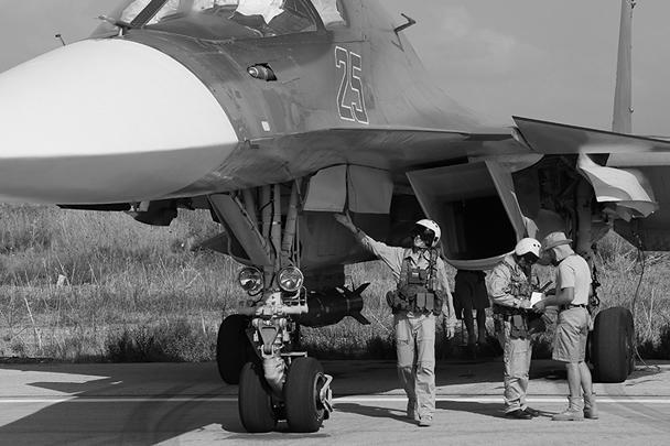 Су-34 предназначен для поражения наземных и надводных целей противника и вывода из строя систем противовоздушной обороны. Официально принят на вооружение в марте прошлого года, хотя использовался еще в 2008 году в Южной Осетии