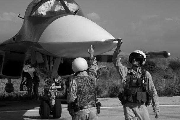 Опубликованные снимки явно заинтересовали вице-премьера Дмитрия Рогозина, который в своем Twitter прокомментировал одну из фотографий, на которой изображен российский летчик в Сирии. «Вежливый пилот», — написал Рогозин