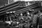 Парад ракетной техники проходит мимо трибуны лидера КНДР Ким Чен Ына (фото: Wong Maye-E/AP/ТАСС)