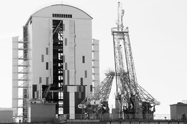 Владимира Путина провели по строящимся объектам инфраструктуры космодрома. Он отметил, что была проделана очень большая работа