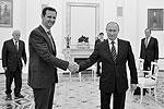 Президент Сирии Башар Асад прибыл в Москву, где встретился с Владимиром Путиным. Лидеры двух стран обсудили участие РФ в антитеррористической операции в Сирии, ход ее проведения, а также политические пути урегулирования конфликта. СМИ о визите Асада узнали постфактум – на следующий день после того, как он побывал в Кремле (фото: Алексей Дружинин/пресс-служба президента РФ/ТАСС)