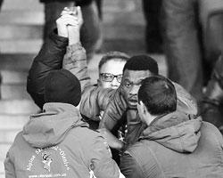 Подумаешь, два или три избитых темнокожих парня, которые сели не там, где надо (фото: Action Images/Reuters)