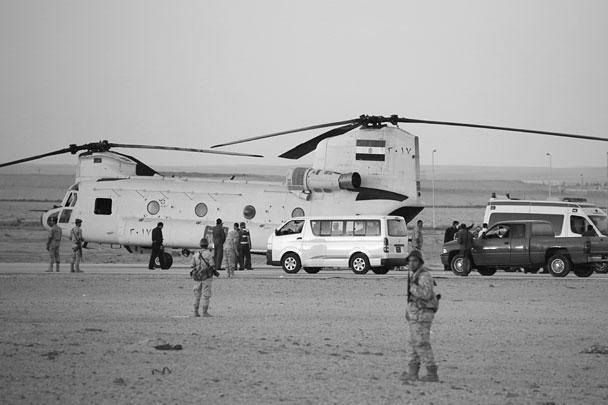 Египетские спасатели работают на месте крушения российского самолета