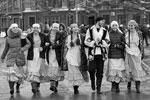 Жители города во время празднования Дня народного единства в центре города Омска (фото: Дмитрий Феоктистов/ТАСС)