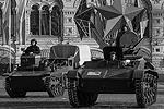 По брусчатке проехала историческая военная техника (фото: Александр Вильф/РИА Новости)