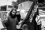 По данным французских спецслужб, 27-летний гражданин Бельгии на данный момент находится в Сирии и является одним из главных организаторов терактов в Европе. Именно Абдельхамид Аббауд считается одним из наиболее активных палачей ИГИЛ в Сирии. Это именно он контролировал операцию, проведенную в Париже. Для этого он находился в прямом контакте с одним из террористов. По данным французской радиостанции RTL, его подозревали в организации ряда нападений на территории Бельгии. Аббауд известен своими жестокими расправами над заложниками (фото: Social Media Website/Reuters)