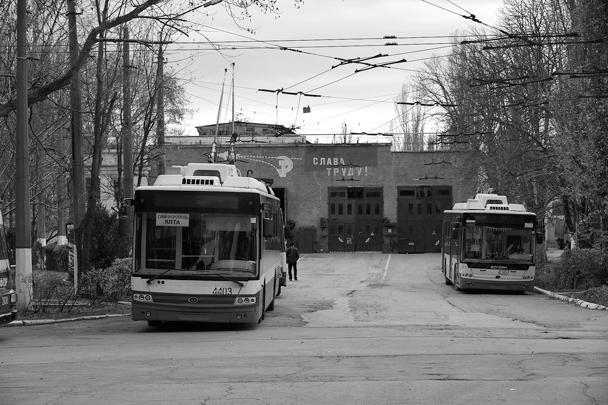 Из-за отключений электроэнергии в Крыму в ряде населенных пунктов перестали ходить троллейбусы и трамваи