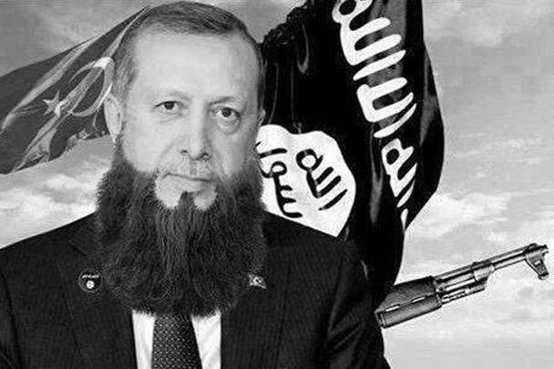 На некоторых коллажах Эрдоган изображен в привычном для пользователей облике террориста - с бородой, на фоне влага ИГ и автомата