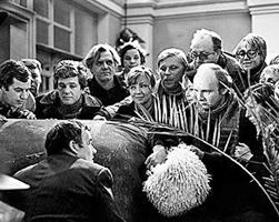 Как показал Рязанов в «Гараже», новые буржуа оказались похожи на стаю бесов(фото: Киностудия Мосфильм)
