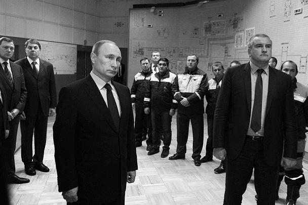 Президент России Владимир Путин и глава Крыма Сергей Аксенов на открытии энергомоста