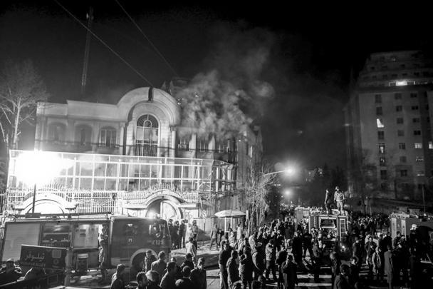 Нападение произошло в ночь с субботы на воскресенье. Прибывшим на место пожарным удалось потушить огонь, однако он успел нанести зданию значительные повреждения