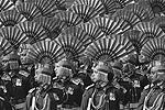 Торжественным маршем проходят военнослужащие вооруженных сил Индии (фото: Adnan Abidi/Reuters)
